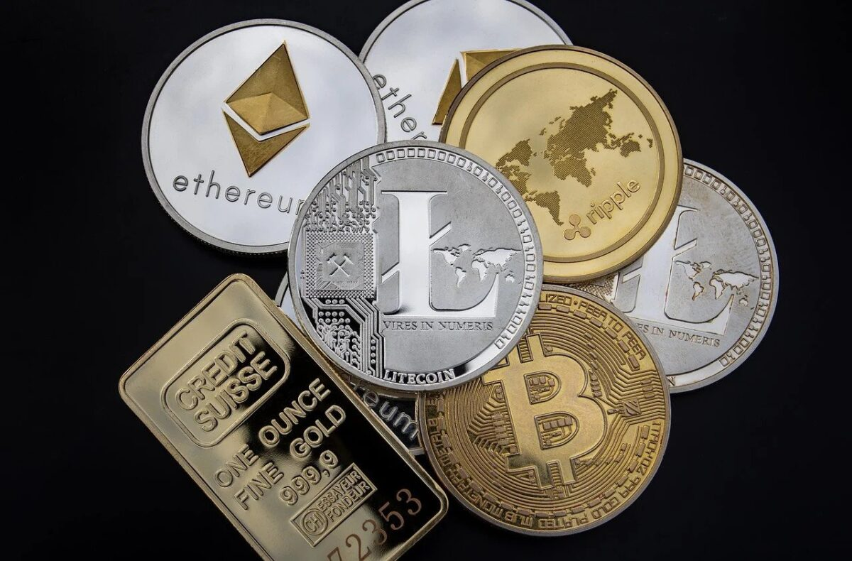 cryptocurrencies and gold bar